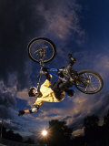 Bmx Cyclist Flys over the Vert Fotografie-Druck