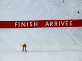 Skiier Arrives at the Finish Line Fotografie-Druck von Paul Sutton
