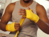 Boxer Wrapping His Hands Lmina fotogrfica por Chris Trotman
