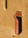 Shoes outside side door into the Mosque at Djenne, Mali, West Africa Fotografisk tryk af Janis Miglavs
