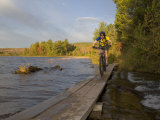 Mountain Biker along The Red Trail, Copper Harbor, Michigan, USA Stampa fotografica di Chuck Haney