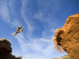 Man Jumps Gap at Red Bull Rampage Site, Virgin, Utah, USA Stampa fotografica di Chuck Haney