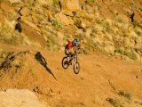Jumping Mountain Bike, Rockville, Utah, USA Stampa fotografica di Chuck Haney