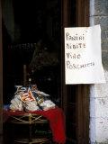 Pasta Shop, Assisi, Umbria, Italy Fotografisk tryk af Marilyn Parver