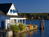 Wolfeboro Dockside Grille on Lake Winnipesauke, Wolfeboro, New Hampshire, USA Fotografie-Druck von Jerry & Marcy Monkman