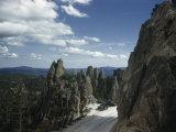 Cars Park in Overlook Beside Rock Formations Lining Needles Highway Fotografisk trykk av Joseph Baylor Roberts