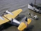 Coast Guard Flyers Take a Sick Man from a Shrimp Boat to a Plane Fotografisk trykk av Joseph Baylor Roberts