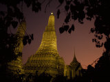Wat Arun, Temple of the Dawn, at Sunset Fotografisk tryk af Paul Chesley