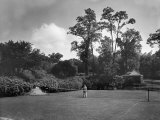 Man Plays Tennis at the Country Home of the Lowndes Family Fotografisk trykk av Charles Martin