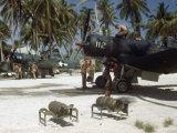 American Ground Crews Prepare Marine Corsairs for Strikes on Japanese Fotografiskt tryck av W. Robert Moore