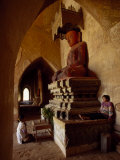 Burmese Girl Prays to a Statue of Buddha in a Temple in Pagan Fotografisk tryk af Paul Chesley