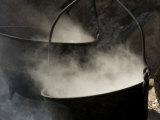 Traditional Maple Sugar Making Fotografisk tryk af Tim Laman