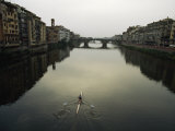 Lone Rower Plys the Calm Waters of a Canal in Florence, Italy Fotografisk tryk af Paul Chesley