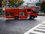 Fire Truck on the Streets of Tokyo Fotografisk tryk af Mattias Klum