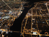 Detroit from the Air at Night, Views of Windsor, Ontario, Opposite Fotografiskt tryck av Jim Richardson