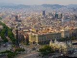 Barcelona with Tree-Lined Las Ramblas Avenue and Statue of Colon Fotografie-Druck von Annie Griffiths Belt