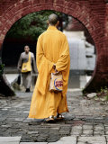 Monk at the Shaolin Temple Carries a Burger King Bag as He Walks Fotografisk tryk af  xPacifica