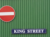 British Influenced Street Signs in Stanley, Falkland Islands Fotografie-Druck von Kent Kobersteen