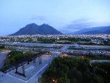 Monterrey at Dusk with Cerro De La Silla in the Background Fotografisk tryk af Raul Touzon