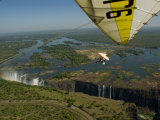 Ultralight Plane Flies Low over Victoria Falls Lámina fotográfica por Annie Griffiths Belt