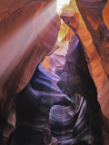 Beam of Light Shining Through Rock Formations in Antelope Canyon Reproduction photographique par Greg Dale