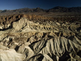 Wind and Water Erosion, and Alluvial Fans in Death Valley Fotografisk tryk af Paul Chesley
