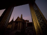 Looking from One Temple to Another at Sunset, Grand Palace, Bangkok Fotografisk tryk af Paul Chesley