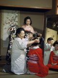 Women Demonstrate the Art and Custom of Dressing a Bride Fotografisk trykk av Joseph Baylor Roberts