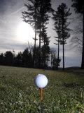 Golf Ball on a Tee at Twilight Fotografisk tryk af Raul Touzon