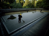 Men Rake the Famous Rock Garden at the Zen Ryoanji Temple Fotografisk tryk af Paul Chesley