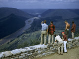 Men Stand at Scenic Overlook Above West Branch of Susquehanna River Fotografisk tryk af Walter Meayers Edwards