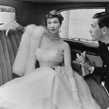 Barbara Goalen in a Julian Rose Evening Dress with Tommy Kyle, 1950 Lmina gicle por John French