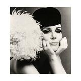 John French - Nicole de la Marge in a Peter Shepherd Velvet Cap, 1965 Digitálně vytištěná reprodukce
