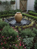 Decorative Urn in a Garden, Savannah, Chatham County, Georgia, USA Lmina fotogrfica