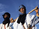 Berber Tribesmen in the Sand Dunes of the Erg Chegaga, in the Sahara Region of Morocco Photographie par Mark Hannaford