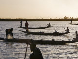 Niger Inland Delta, at Dusk, Bozo Fishermen Fish with Nets in the Niger River Just North of Mopti,  Fotografisk tryk af Nigel Pavitt