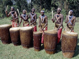 Intore Drummer Plays at Butare,In the Days of Monarchy in Rwanda Fotografie-Druck von Nigel Pavitt