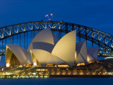 Sydney, Opernhaus bei Sonnenuntergang, Australien Fotodruck von Peter Adams