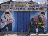 Barber's Shop in a Small Trading Centre Near Iringa in Southern Tanzania Fotografie-Druck von Nigel Pavitt