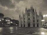 Lombardy, Milan, Piazza Del Duomo, Duomo, Cathedral, Dawn, Italy Reproduction photographique par Walter Bibikow