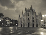 Lombardy, Milan, Piazza Del Duomo, Duomo, Cathedral, Dawn, Italy Fotografie-Druck von Walter Bibikow