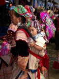 Flower Hmong Woman Carrying Baby on Her Back, Bac Ha Sunday Market, Lao Cai Province, Vietnam Photographie