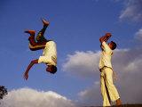 Two Boys Practice Capoeira, the Brazilian Martial Art Photographie par Camilla Watson