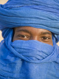 Timbuktu, the Eyes of a Tuareg Man in His Blue Turban at Timbuktu, Mali Photographie par Nigel Pavitt