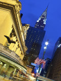 New York City, Manhattan, Grand Central Station and the Chrysler Building Illuminated at Dusk, USA Lámina fotográfica por Gavin Hellier