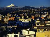 Sunrise on the City and Cotapaxi Volcano, Quito, Ecuador Fotografie-Druck von Paul Harris