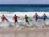 Surf Lifesavers Sprint for Water During a Rescue Board Race at Cronulla Beach, Sydney, Australia Photographie par Andrew Watson