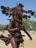 Himba Women Perform the Otjiunda Dance, Stamping, Clapping and Chanting Fotografisk trykk av Nigel Pavitt