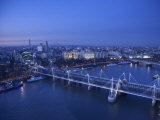 Hungerford Bridge and River Thames, London, England Fotografie-Druck von Jon Arnold