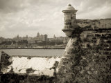 Castillo De Los Tres Reys Del Morro, Commonly known as El Morro, across Bay from Havana City, Cuba Photographie par Paul Harris